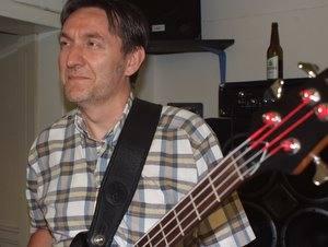 Bassist von NoService